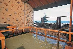 日本海を眺めながらの露天風呂