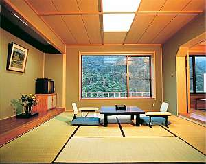 広い空間でゆったりとした客室(和室一例)