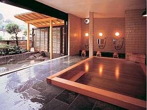 桧内風呂、岩露天風呂ともに24時間入浴可能