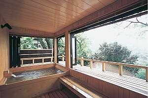 奈良の紅葉スポット近くの温泉宿・紅葉露天のある宿県 竹林院群芳園