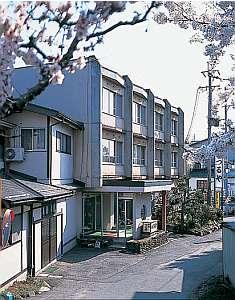 信州湯田中 貸切露天の宿 つるや旅館の外観