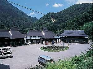 切明温泉温泉保養センター湯元雄川閣の外観