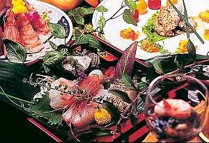 獲れたて新鮮魚介の刺身盛りは絶品