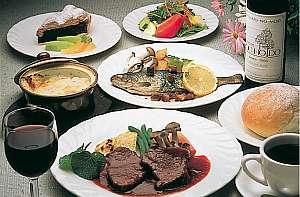 地元素材にこだわった食事の一例