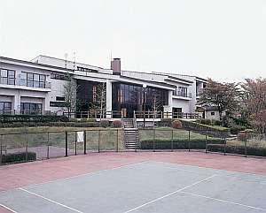 那須五峰の麓、豊かな自然に囲まれ南ヶ丘牧場へは徒歩10分と好立地に立つホテル