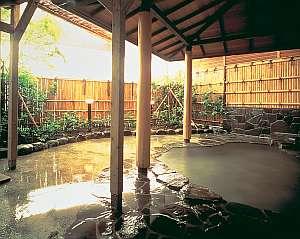 露天風呂【昼】源泉かけ流しです。