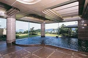 大浴場には伏流水を中国薬石として有名な麦飯石(ばくはんせき)を使用した湯です。