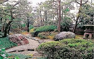 老舗に息づく美しい庭園