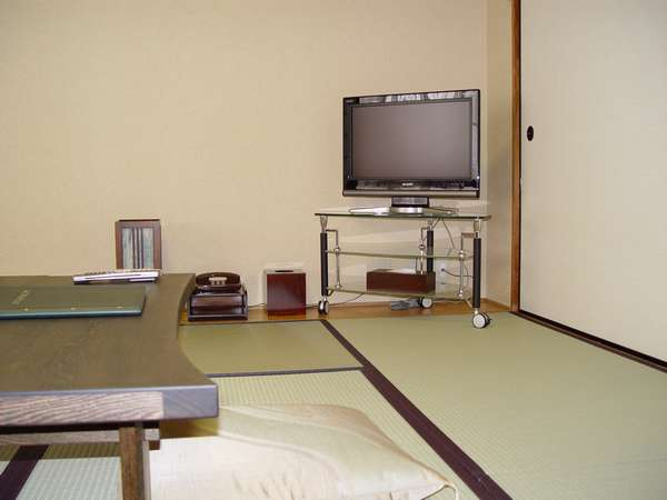 Kinugasa(衣笠)【8tatami for 1-3 person】Japanese-Style Twin Room with Shared Bathroom