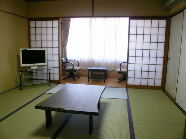 Shimogamo(下鴨)【8tatami for 2-4person】Japanese-Style Twin Room with Shared Bathroom