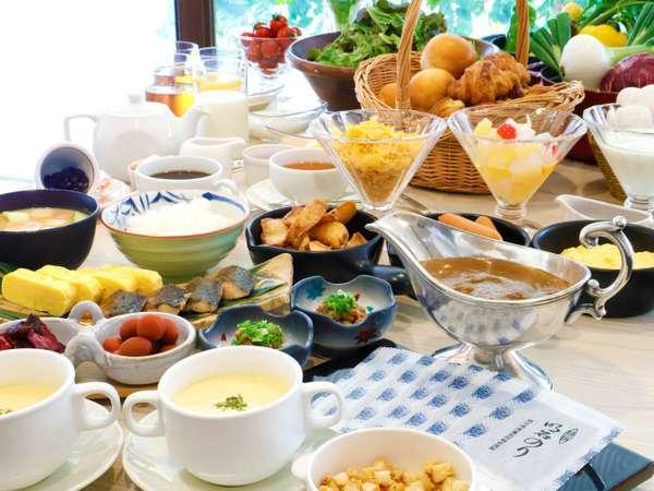 朝食バイキング♪近郊でとれた季節の食材や、具だくさんのお味噌汁など素敵な一日のスタートを。