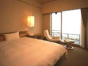 18平米の広さと1520mm幅のベッドを備えたシングル。ゆとりの広々空間です♪