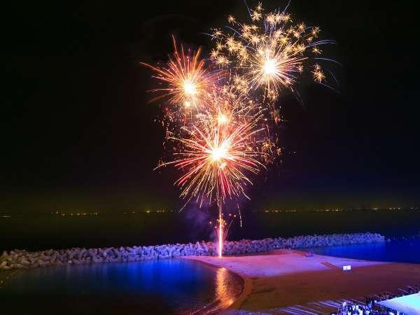 プラン期間の毎晩21時から、当館目の前の浜辺で打上花火!部屋からもご覧いただけます♪※荒天中止