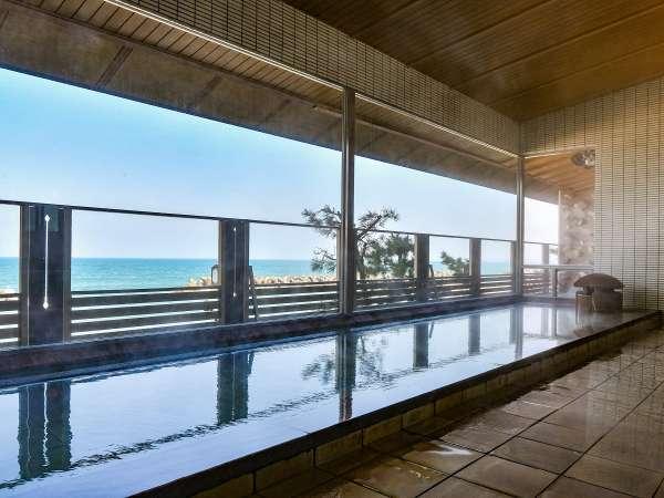 天然の塩湯をかけ流す海一望の大浴場。皆生の湯は美肌効果や脂肪燃焼効果も♪