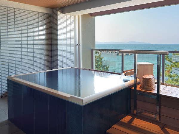 【貸切露天風呂】海をご覧頂ながら、掛け流し温泉を独り占め!ご予約はチェックイン時に。