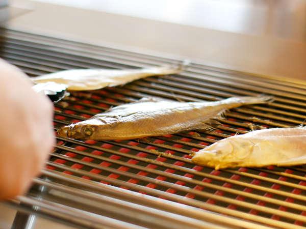 【朝食】境港の干物職人が仕込んだ「かれい一夜干し」丁寧に焼き上げます。