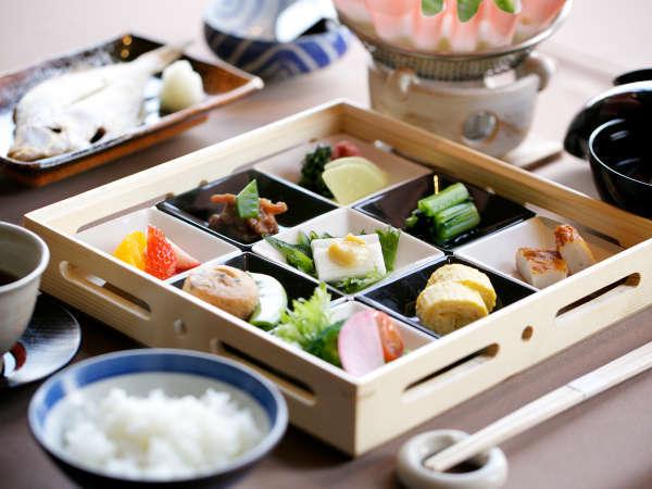 【朝食】鳥取県の奥日野地方で育ったお米は絶品の味。