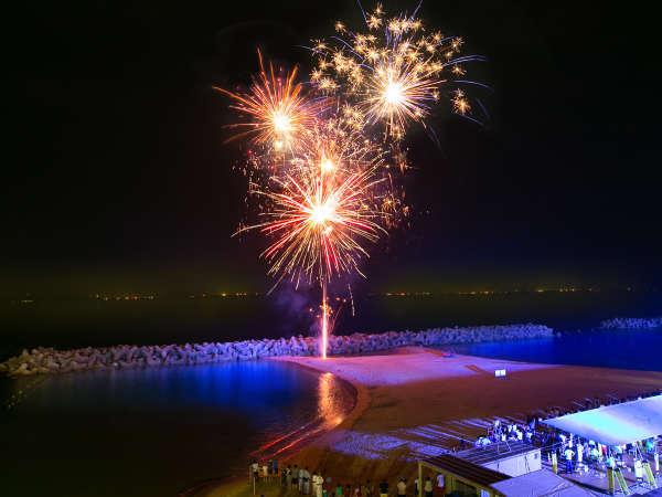 【花火】夏休みは目の前の海岸で打ち上げ花火!部屋からご覧いただけます!