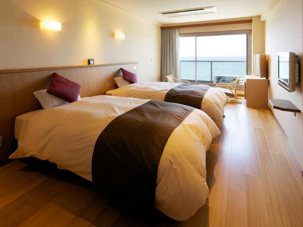 【ツイン(東館)】素足で寛げる旅館ならではの造り。シモンズベッドで上質な寝心地!