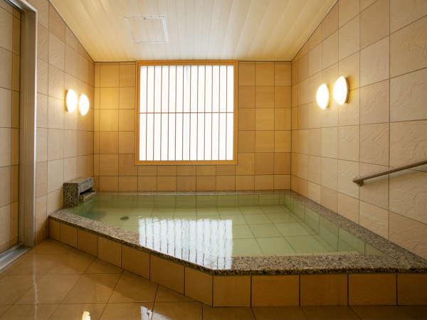 【貸切家族風呂】掛け流しでご家族で気兼ねなく入れるゆったり!ご予約はチェックイン時に。