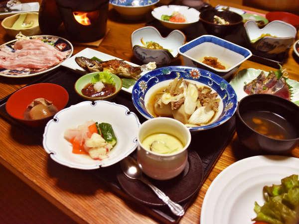 *夕食一例/鮎の焼き物や山形名物芋煮など、地元の味覚をたっぷりとお楽しみください。