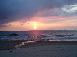 湯野浜海岸の夕暮れ。【日本の夕陽百選】にも選ばれた美しい夕日は必見です!