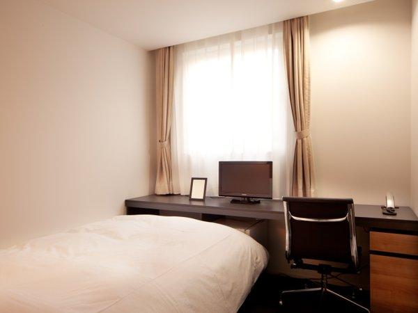 ビジネスでのご利用に最適なコンフォートシングルルーム。お部屋は全室禁煙です。