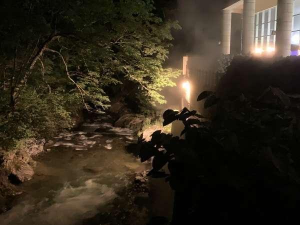 露天風呂前を流れるユウトムラウシ川