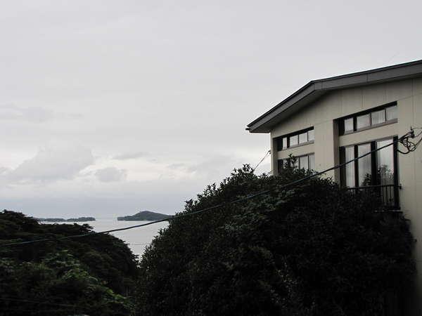 丘の上の一軒宿。奥の細道の世界が広がります。眼下には,松島の島々。