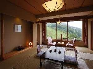 【南館和室】 蔵王連峰を一望できます。