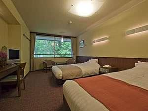 【洋室一例】ベージュを基調とした、落ち着いた色調でまとめているお部屋です。