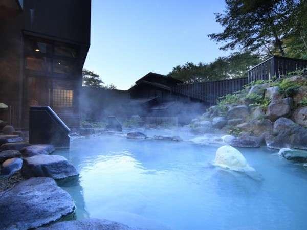 八右衛門の湯【露天風呂】開放感の溢れる露天風呂