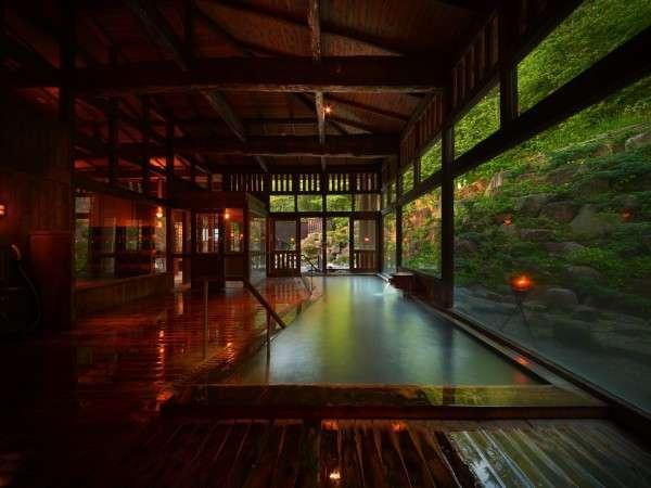 八右衛門の湯【内湯】天井高・総木造りが醸し出す雰囲気をお愉しみください