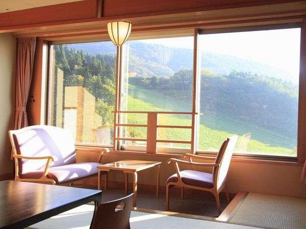 ◆【南館和室】 明るく広いお部屋でゆっくりとお寛ぎください。