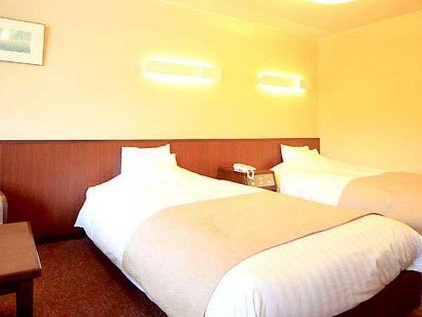 ◆【洋室一例】 セミダブルのベットを2つご用意した、ご夫婦やカップルにおすすめの客室です。