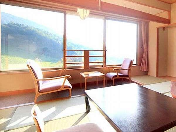 ◆【南館和室】 明るく広いお部屋でゆっくりとお寛ぎくださいませ。