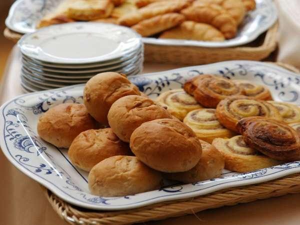 ■朝食バイキング/パンは種類豊富にご用意致しております。  ※一例