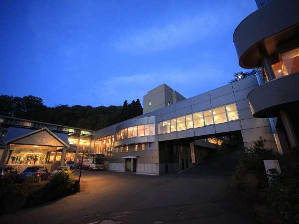 ■蔵王国際ホテルの外観(夜)