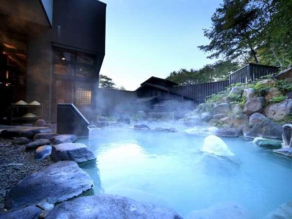 ■八右衛門の湯【露天風呂】開放感の溢れる露天風呂。2種類の温度の違う露天風呂をお楽しみ下さい