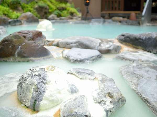 ■露天風呂/八右衛門の湯。開放感の溢れる露天風呂