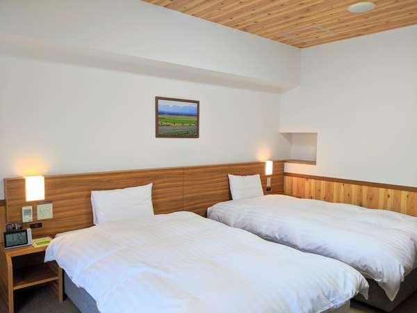 ◆客室【ラージツインルーム】 27.4㎡ サータ社製ベッド110㎝×195㎝