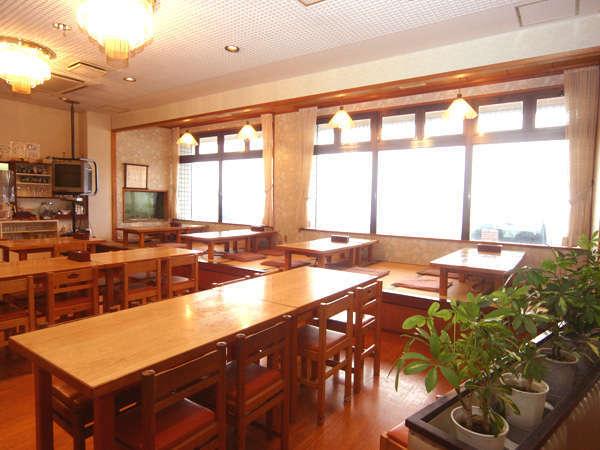 窓の外は大阪湾、紀淡海が見えます♪海が見える眺めでゆっくりお食事をお楽しみください☆彡