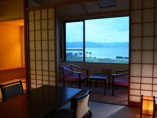 【和室10畳+広縁】客室の様子。諏訪湖眺望は上諏訪一!開放感あるお部屋多数あります。