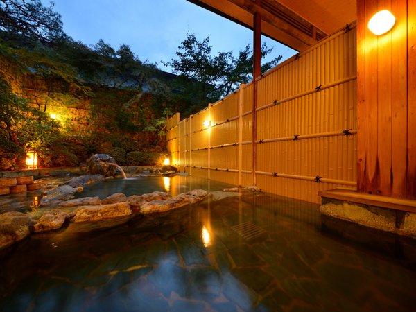 露天風呂(女性用)移り行く季節の中で趣が異なる風情あるお風呂です
