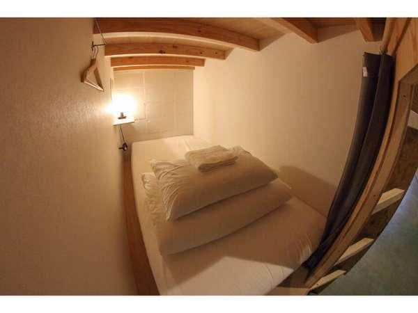 広々としたカプセル型ベッド