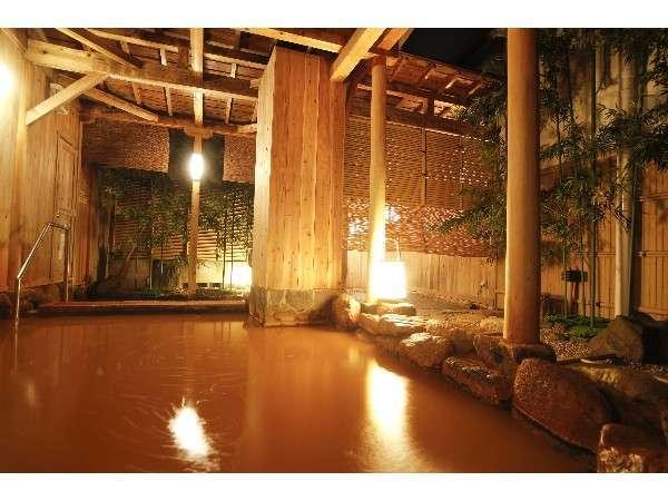 有馬温泉の金泉露天風呂は空気に触れると褐色色に変色する☆