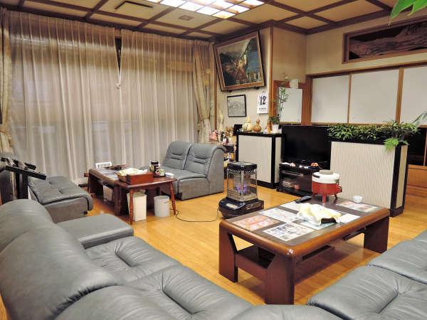 *ロビー/湯治滞在のお客様同士の歓談や当館スタッフとの交流など、常に心あたたまるやさしい空間です。
