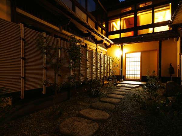 宿居三養荘の外観