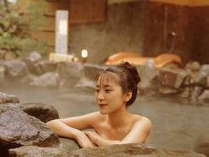 石川の紅葉スポット近くの温泉宿・紅葉露天のある宿県 想い出づくり 百峰閣