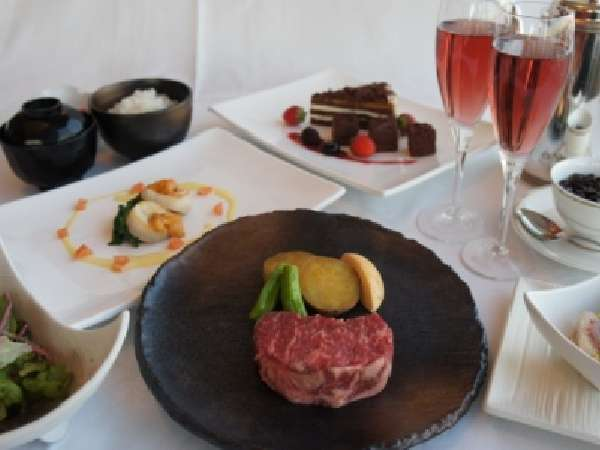 【このプランはお得!】 松阪牛・ウニ・帆立の鉄板焼ディナーにスパークリングワインフルボトル1本付